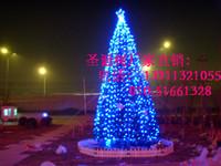 家居展厅外的大型框架圣诞树