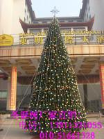 国际大酒店外的大型框架圣诞树